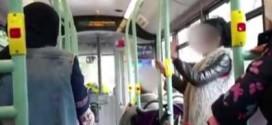 المرأة التي ألقت خطبة معادية للمسلمين في حافلة تعترف بالاعتداء العنصري