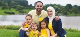 أسرة مسلمة طردت من رحلة طيران تطالب باعتذار من الشركة