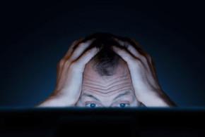 هل الفيسبوك هو مصدر تعاستك؟